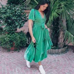Zara Green Velvet Short Sleeve Midi Dress V Neck M
